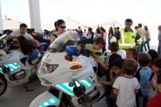 La Guardia Civil realiza una exhibición en el Colegio José Luis de Arrese